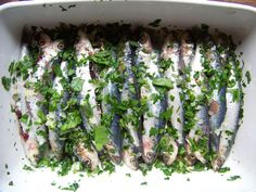 sardines marinated in olive oil, lemon juice, garlic and parsley, before going on the barbecue or on the plancha Sardine Recipes, Fish Recipes, Seafood Recipes, Great Recipes, Fish And Meat, Fish And Seafood, Bbq Ribs, Grilled Sardines, Bbq Marinade