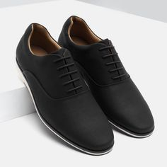 Mens Fashion Casual Shoes, Stylish Mens Outfits, Best Shoes For Men, Formal Shoes For Men, Futuristic Shoes, Nike Heels, Business Casual Shoes, Style Casual, Derby Shoes