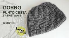 http://www.lanasyovillos.com Tutorial de cómo hacer este bonito gorro unisex a crochet paso a paso en español. Encuentra este patrón y muchos más en http://w...
