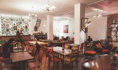 Bar l'Impasse, 4 cité Griset, 75011 Paris Tél :06 62 44 02 81 Ouvert du mardi au samedi de 11h à 2h et le dimanche de 11h à 18h. Pour grignoter c'est entre 5 et 9€.