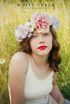 Vintage Floral Crown Styled Portraits #whitecreekphotography #floral #floralcrown #summer #fields #photography #portraits #vintage #popular #trends #photographytrends