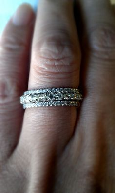 Absolutely stunning!  3 separate wedding bands stacked together.  I love how the top/bottom are thin and feminine, and the center band could stand alone.  Follow Bride's Book for more great inspiration. http://www.brides-book.com