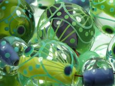 Moogin Lemon lime and purple round glass beads von mooginmindy