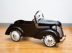 I just discovered this 1937 GARTON FORD PEDAL CAR on LiveAuctioneers and wanted to share it with you: www.liveauctioneers.com/item/50443499