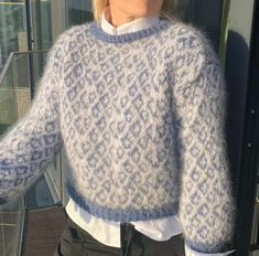 "Strikk din mote💕's Instagram profile post: ""LISA sweater💙 Jeansblå/lysgrå... #helg #lørdagskos #strikkeinspo #oslo #thethief #haenfindag"" Warm And Cozy, Cardigans, Sweaters, Men Sweater, Pullover, Jumpers, Lisa, Instagram, Fashion"