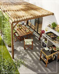 Autour d'une plancha, cette applique noire Marco se fixe à la pergola et décore votre terrasse ! #castorama #pergola #jardin #amenagementexterieur #terrasse