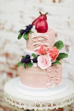 23 Vibrant Wedding Cakes With Unique Accents - MODwedding