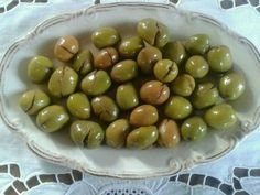 Homemade crushed green olives – Dilek Erol … - Food and Drink Lassi, Kimchi, Vegetarian Breakfast Recipes Easy, Turkish Breakfast, Greek Cooking, Food Decoration, Easy Meal Prep, Turkish Recipes, Special Recipes
