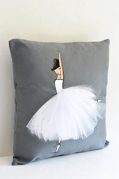Acento de la almohada bailarina cubierta del por ShenasiConcept