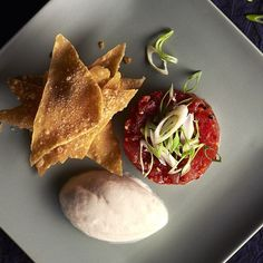 « Spicy tuna tartare with wonton crisps  »