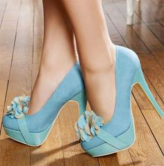 Poser blue high heels. Love these shoes. The blue and tan/beige flower is a beautiful touch. I WANT THESE!!!!