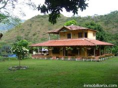 550.000.000 pesos colombianos | Finca en Santa Fe De ... Old House Design, Village House Design, Kerala House Design, Village Houses, Cool House Designs, New House Plans, Dream House Plans, Small House Plans, Farmhouse Plans