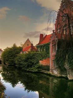 And her with my good friend Laura.Bruges reflection (by messiahy )