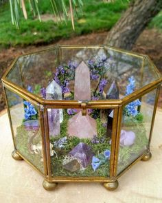 Beautiful Terrarium Ideas What Is A Terrarium? A terrarium is essentially an enclosed environment for growing plants. They are usually made of clear glass or plastic and … Rocks And Gems, Rocks And Minerals, Crystals And Gemstones, Stones And Crystals, Crystals In The Home, Blue Crystals, Healing Stones, Crystal Healing, Cool Ideas