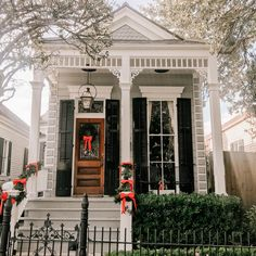 New Orleans House Tour - Kelly in the City Village House Design, House Front Design, Cottage House Plans, Cottage Homes, Shotgun House Interior, New Orleans Architecture, Southern Architecture, Victorian Architecture, Classical Architecture