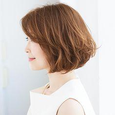 乾かすだけで丸みが出現!時短スタイリングで楽ちんボブスタイル【40代のボブヘア】 | ファッション誌Marisol(マリソル) ONLINE 40代をもっとキレイに。女っぷり上々! Wavy Perm, Wavy Hair, Wavy Bob Hairstyles, Wavy Bobs, Hair Inspo, Short Hair Styles, Hair Cuts, Hair Color, Hair Beauty
