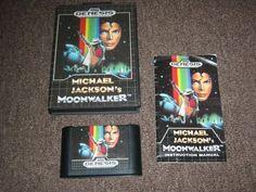 24 de agosto de 1990, se lanza para Sega Genesis el Michael Jackson's Moonwalker. Adaptación a la consola del conocido arcade de Sega, a su vez basado en la película protagonizada por el rey del pop.  Imagen: Original box Manual & game