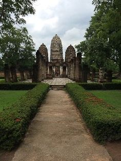 SHER SHE GOES - temples long forgotten at Sukhothai