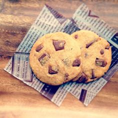SnapDishに投稿されたぼぼさんの料理「スタバ風チョコレートチャンククッキー (ID:fb9eCa)」です。「クックパッドで見つけたレシピを参考に作りました スタバさんのあのねっとりしたクッキー美味しいですよね 私タリーズコーヒーでバイトしてるんですけどね 笑 スタバさんの方が有名なので タリーズにも同じようなクッキーあります 美味しいですよ コーヒー飲むなら是非是非タリーズにおいでくださいまし」スタバ風 チョコレート チャンククッキー
