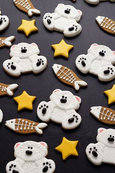 Take a few sugar cookies and add a little royal icing to make some super cute decorated polar bear cookies. This tutorial will show you how!