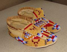 Native American Moccasins, Native American Regalia, Native American Clothing, Native American Crafts, Native American Beadwork, Native American Fashion, American Art, Powwow Beadwork, Native Beadwork