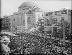 Tens of thousands attended Bialik's funeral in Tel Aviv,  outside of the synagogue, July 16, 1934