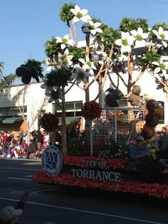 Rose Bowl Parade Floats | CITY of TORRANCE FLOAT Hamptons House, The Hamptons, Rose Bowl Parade, Parade Floats, Christmas Tree, Holiday Decor, City, Pictures, Home Decor