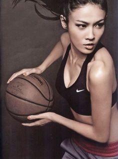 Koszykówka w damskiej postaci :)