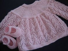 Blue Baby Jacket / Knitting In Crochet Baby Boots, Knitted Baby Clothes, Baby Girl Crochet, Cardigan Bebe, Dress With Cardigan, Baby Cardigan, Baby Sweater Knitting Pattern, Baby Knitting Patterns, Baby Patterns