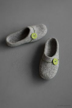 Felted slippers for women House shoes Grey clogs with green button Natural gray organic wool clogs Eco friendly home shoes Wool slippers