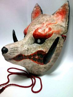 Things I like and inspire me. I'm trying my best to improve my life: mentally, physically, and emotionally. Kitsune Maske, Japanese Fox Mask, Rantaro Amami, Tamamo No Mae, Dog Mask, Arte Robot, Japanese Folklore, Cool Masks, Animal Masks