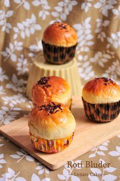 Roti Bluder - Majalah Sedap     Bahan Biang :   5 gr (1 1/4 sdt) ragi instan   1 sdt gula pasir   50 ml air     Bahan I :   4 kuning ...