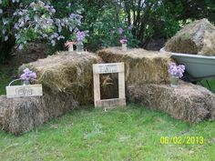 Décor at a Cowgirl Party #cowgirl #partydecor