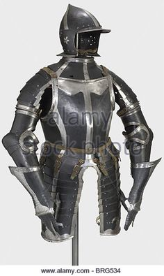 a-black-and-white-three-quarter-armour-nuremberg-circa-154050-burgonet-brg534.jpg (Изображение JPEG, 322 × 540 пикселов)