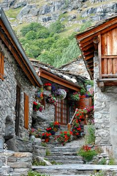 Michel C, mountain architect - Savoie's architectural heritage Great Places, Places To See, Beautiful World, Beautiful Places, Belle France, Visit France, French Countryside, Stone Houses, France Travel