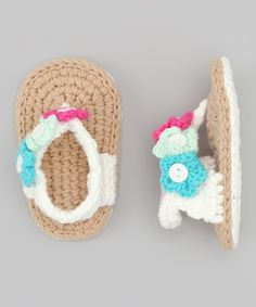Sandalias blanca y beige de crochet con flor White  Tank Crochet Flip-Flop