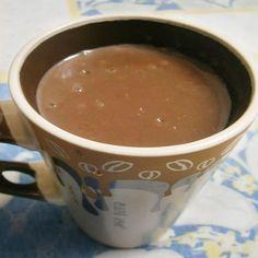 amo fazer é essa receita de chocolate quente sem amido que fica cremoso e parecido com aquele chocolate quente de padaria, a textura é a mesma. Então se você gosta de receitas rápidas e muito simples de fazer no frio, aprenda como fazer chocolate quente sem amido para aquecer seu dia e deixar sua vida mais quentinha. Chocolate Candy Cake, Cacao Chocolate, Chocolate Bouquet, Easter Chocolate, Chocolate Pudding, Healthy Chocolate Smoothie, Healthy Smoothies, Tupperware, Chocolates