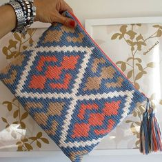 Best 12 Tapestry clutch … I wanted to make the complete Rhombus so it came out grand – SkillOfKing. Tapestry Crochet Patterns, Crochet Quilt, Crochet Stitches Patterns, Crochet Motif, Knitting Patterns, Knit Crochet, Crochet Clutch, Crochet Purses, Knitting Blogs