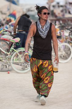 Men'S festival style - you don't get a second chance to make a first impression! at burning man what you look like is completely up to you! Burning Man Style, Burning Man 2017, Burning Man Men, Burning Man Costumes, Burning Man Outfits, Look Festival, Festival Mode, Festival Outfits, Burning Man