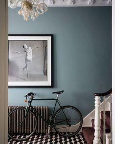 Hallway colour schemes – Hallway colour ideas – Hallway colours - New ideas Farrow And Ball Living Room, Home Living Room, Living Room Blue, Hallway Wall Colors, Blue Hallway Paint, Hallway Colour Schemes, Hallway Art, Upstairs Hallway, Color Schemes