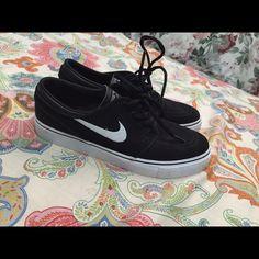 be7e94097e02 Shop Women s Topshop Black White size Sneakers at a discounted price at  Poshmark. Description  Black nike skate shoes