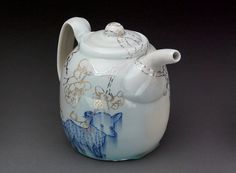 Ayumi Horie, Porcelain Teapot with Gold and Silver Luster decals Contemporary Teapots, Tea Etiquette, Cute Teapot, Teapots Unique, Ceramic Teapots, Pot Sets, Tea Service, Pottery Making, Chocolate Pots