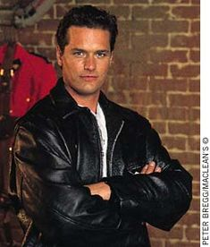 Paul Gross - An acclaimed Canadian actor, Gross was the star and producer of the successful television drama Due South (courtesy Maclean's). The Canadian Encyclopedia Detective, Action Tv Shows, Due South, Hottest Male Celebrities, Celebs, Canadian Men, People Of Interest, Vintage Tv, Celebrity Babies