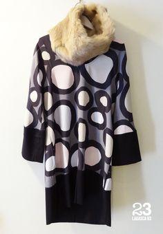 Vestido de seda con cuello de piel Karenina en #23CB en Lagasca 83. www.facebook.com/23CBCristinaBarrilero