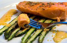 Scharte ausgewetzt: Lachs mit Pastis-Zabaione auf grünem Spargel | Rezept | Rezepte mit Bildern für die anspruchsvolle Hobbyküche