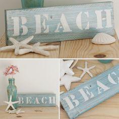 """Cartelito de madera reciclada de palet """"BEACH""""  Cartel de madera reciclada pintado a mano, puede personalidarse con la palabra que se desee.  Medidas: 24 x 8 aprox."""