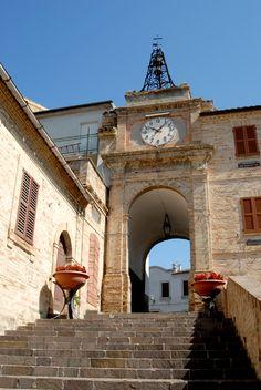 Porta vecchia o torre dell'orologio Italy #marcafermana #francavilladete #fermo…