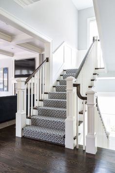 Having a small foyer doesn't mean you can't make it with stairs. Here are some minimalist small foyers with stairs design ideas to inspire you. Small Staircase, Double Staircase, Carpet Staircase, Staircase Railings, Staircase Design, Stairways, Staircase Ideas, Spiral Staircases, Basement Carpet