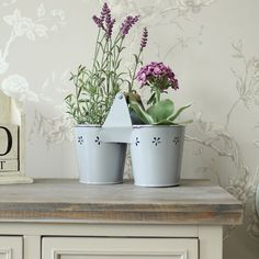 Product code: MM23925  Grey Vintage Metal Twin Planter A cute twin planter with flower cutout design decorating the top Would look pretty sat in a kitchen window or a quirky centrepiece for a wedding A great way to freshen up your home  With a little wooden carry handle - Please note this is not watertight