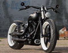 Você gosta de motos customizadas? Então eu acho que vai ficar babando por qualquer uma mostrada nesse post. Uma verdadeira coleção de motos modificadas e com muito estilo. Veja só: